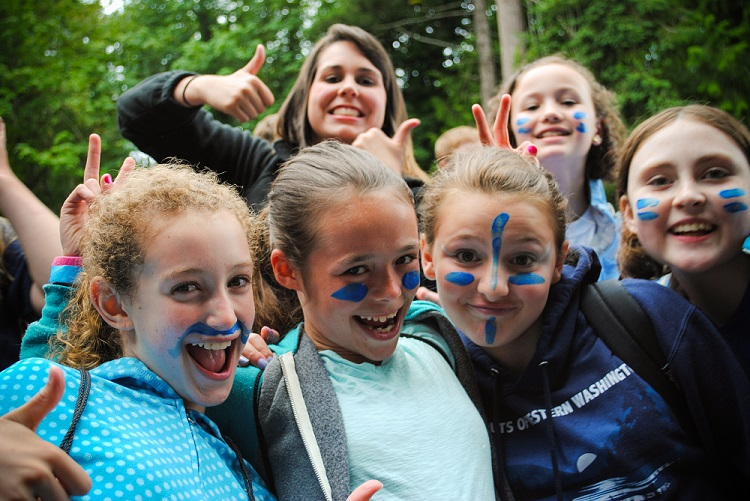 girls blue face paint small 0.jpg